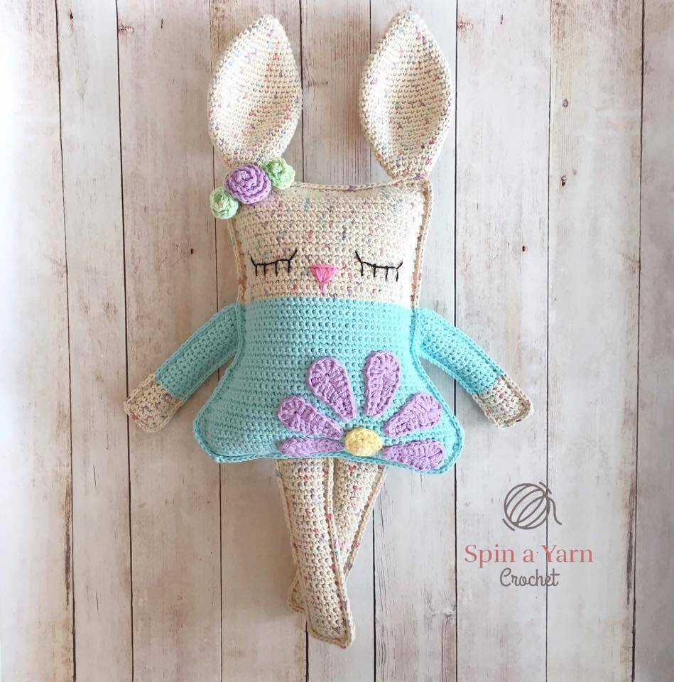 Spring bunny rattle crochet pattern | Bunny with flower crown | 960x949