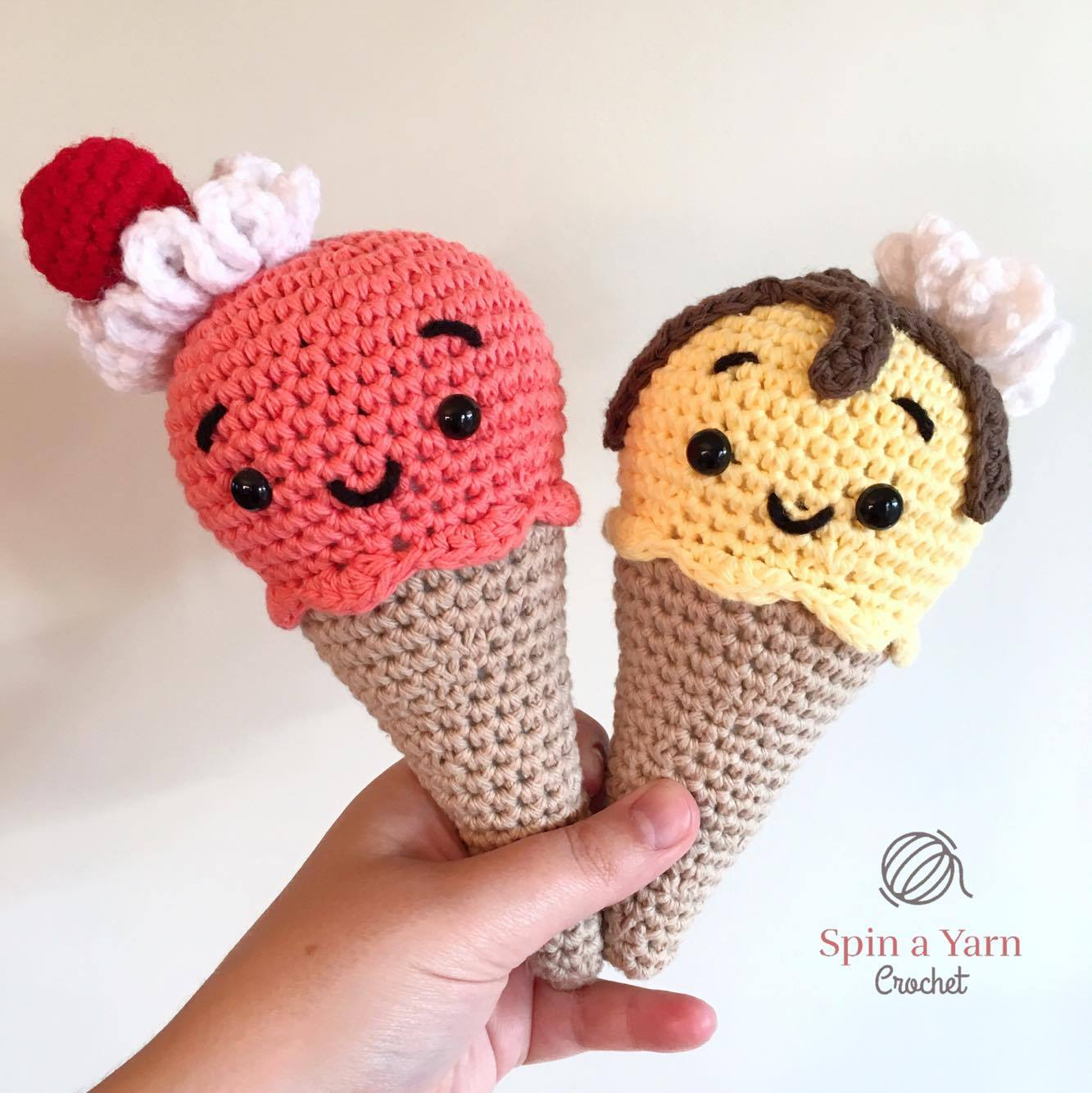 This is a free pattern for my mini crochet ice-creams. Written ... | 1334x1333