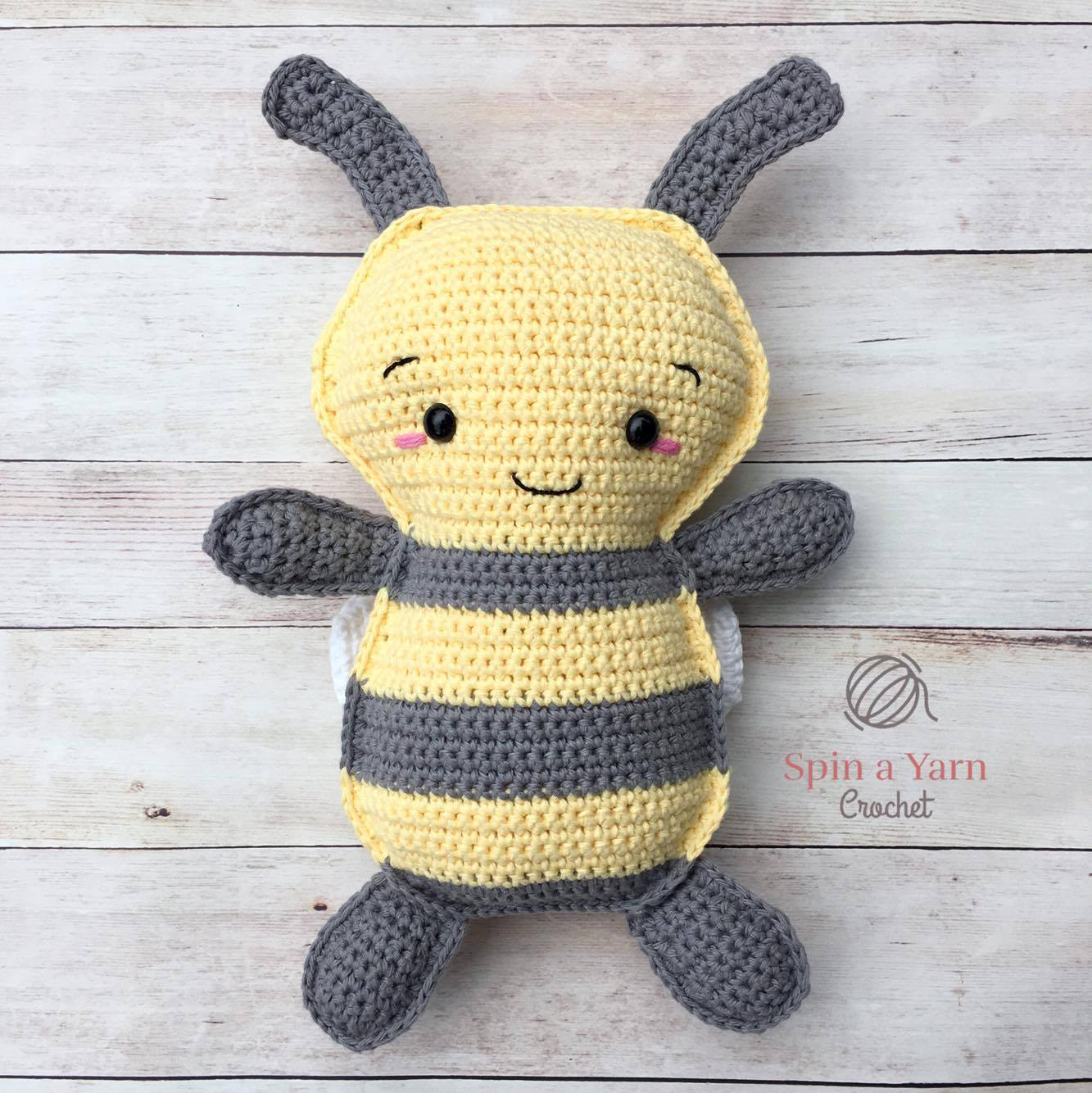 Little High Flyer Bumble Bee amigurumi pattern - Amigurumipatterns.net | 1334x1333
