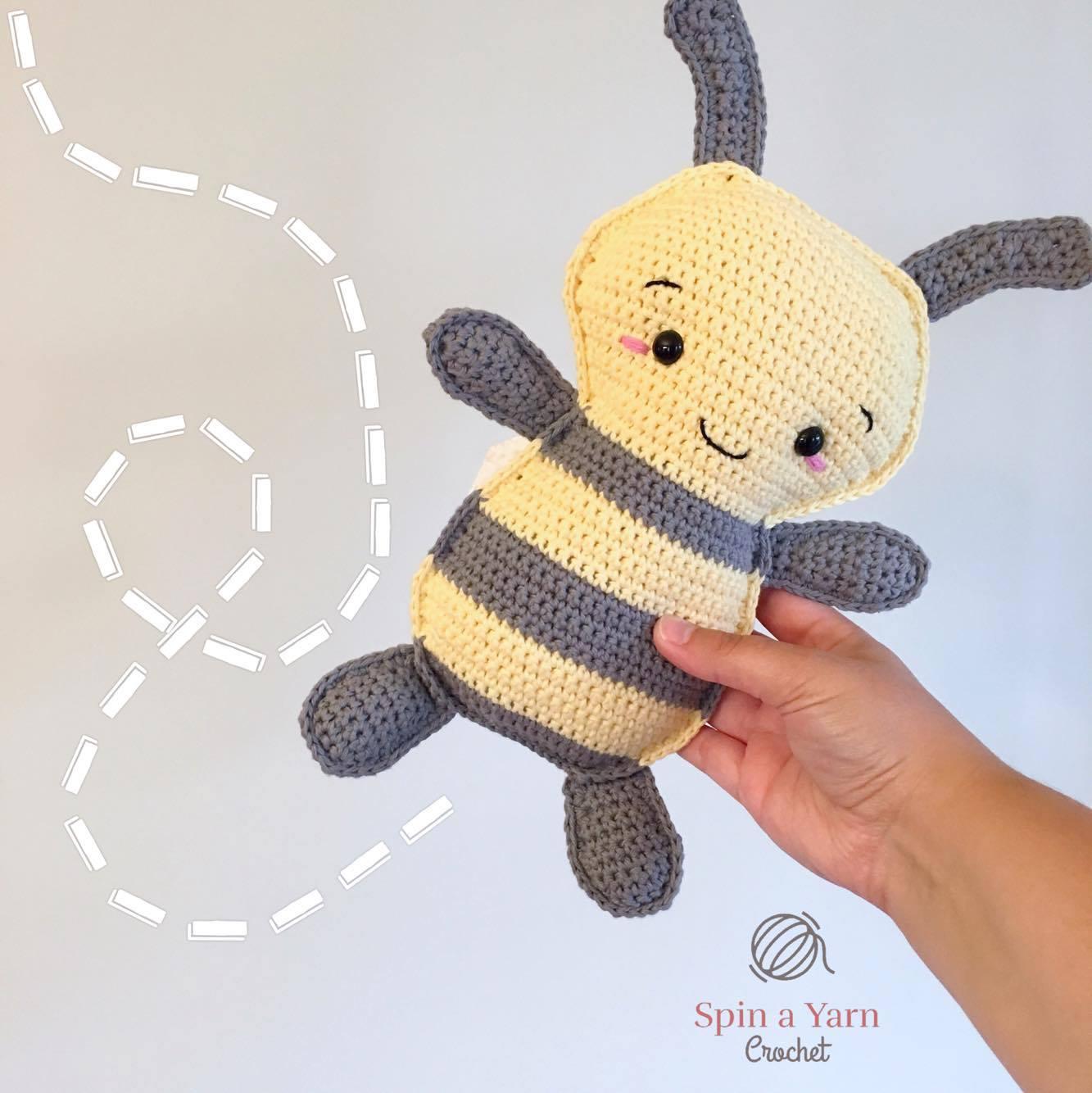 Crochet Bee Amigurumi - Learn to Crochet - Crochet Kingdom | 1334x1333