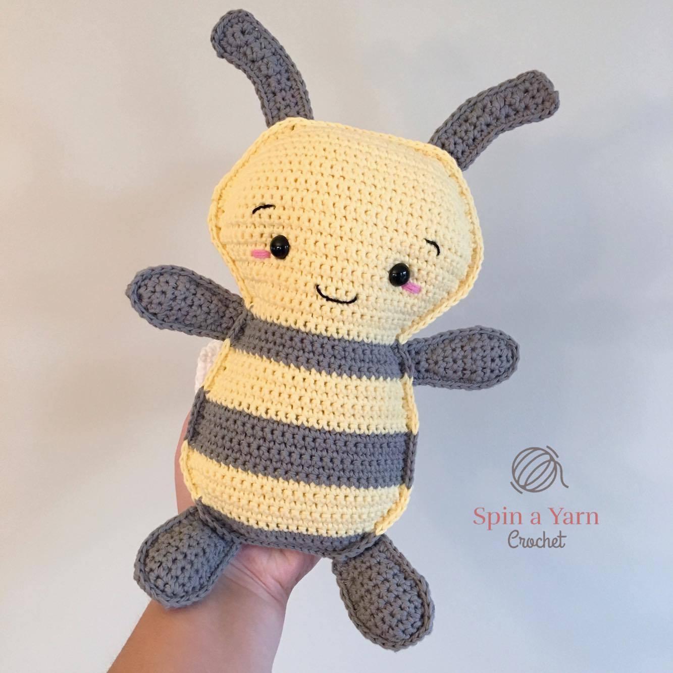 Amigurumi Bumblebee Pattern — Hooked by Robin | 1334x1333