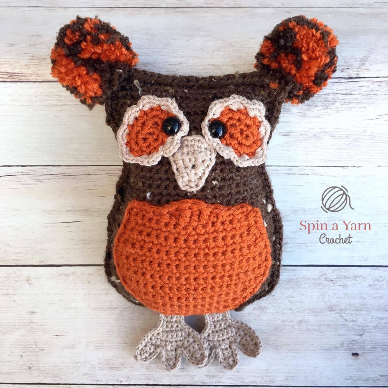 Bernat Oversized Owl Pillow to Crochet | Yarnspirations | 1334x1333